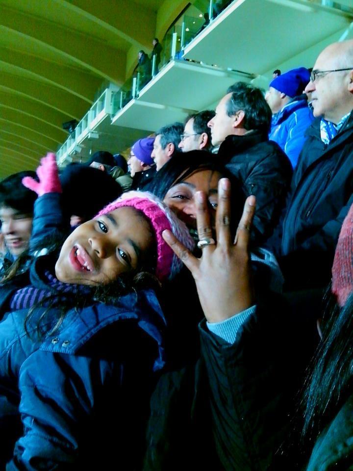 Mamma Cuadrado con la sorellina di Juan allo stadio, la sera di Fiorentina-Inter
